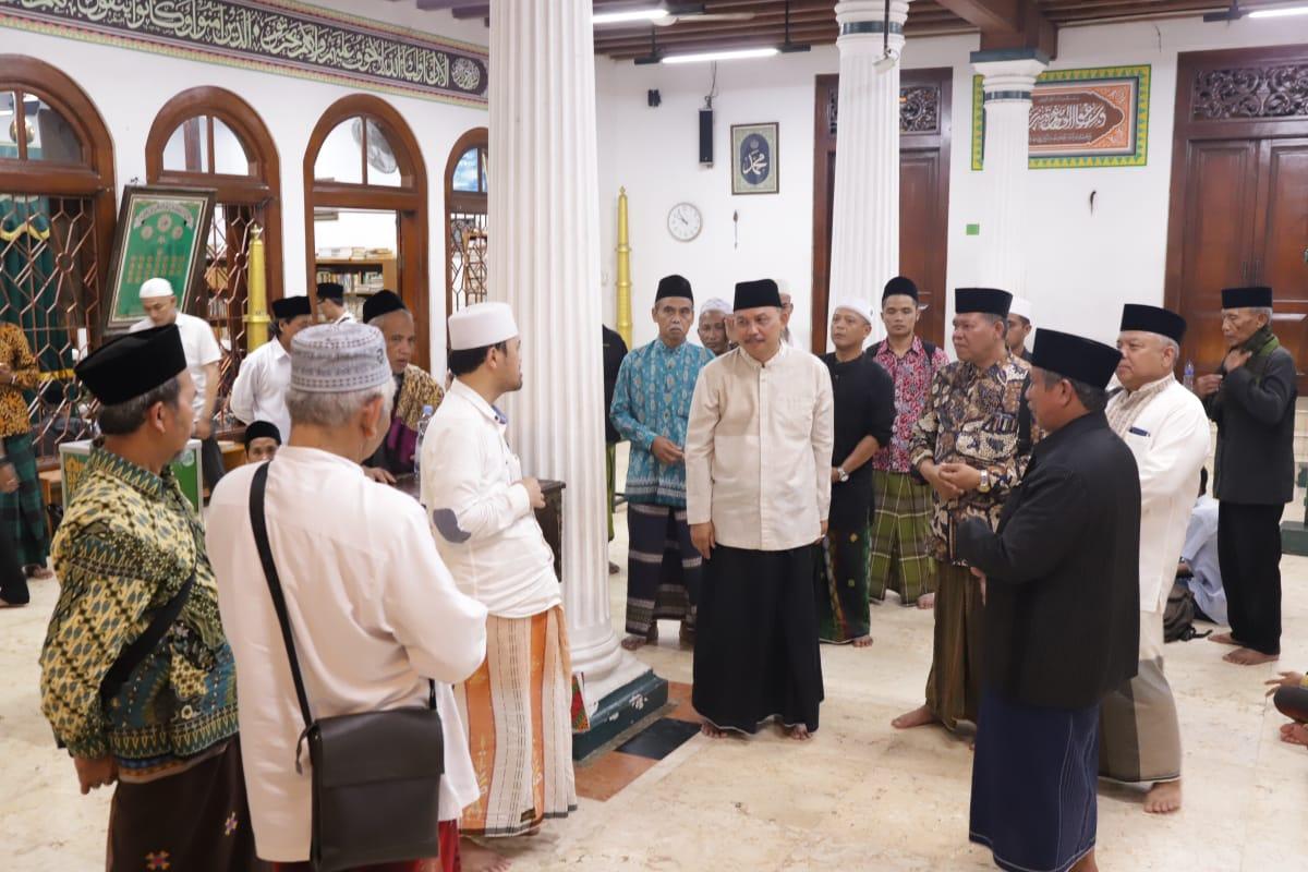Bupati Purworejo Beserta Ulama dan Pengasuh Ponpes Ziarah ke Makam Habib Husein Luar Batang